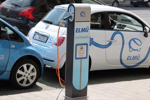 Az ingyenes közterületi parkolást és a cégautóadó-kedvezményt  kiegészítő szubvenció lökést adhat az elektromos autók terjedésének