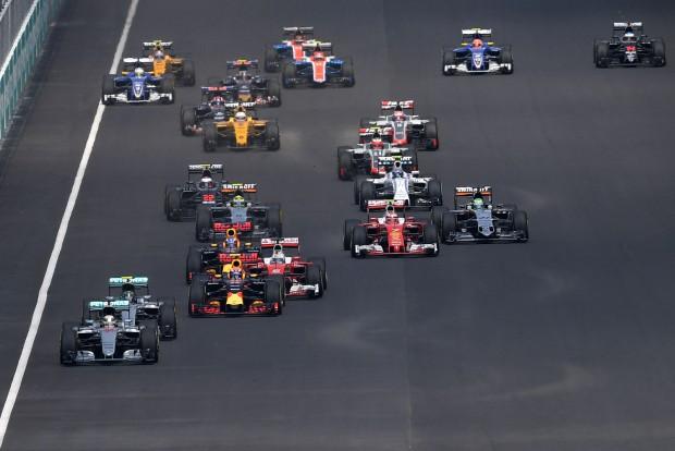 F1: Összeomlás a Mercedesnél, Ricciardo nyert