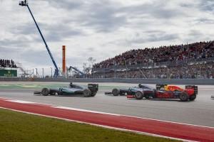 F1: A Mercedes-belharcból profitálhat a Red Bull?