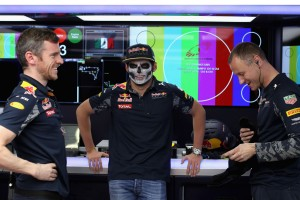F1: Verstappen bedurcázott, nem akar rádiózni