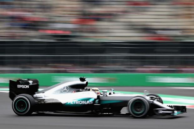 F1: Verstappen égett, Hamilton az élen