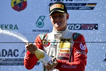 F1: Apja ellenfele kíváncsi a kis Schumira