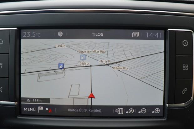 Magyarul kommunikál a fedélzeti komputer és a navigáció is.