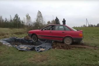 Ez történik, ha autóval 12000 liter kólába ugratunk