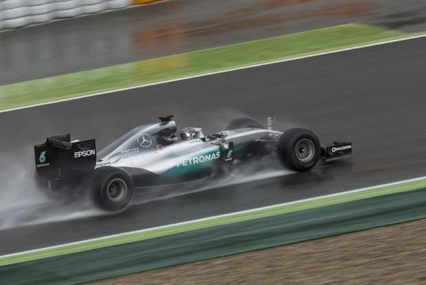 F1: Elmosta az eső Rosberg gumitesztjét