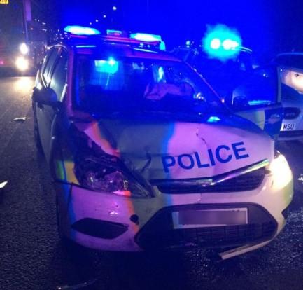 A rendőrautó súlyosan megrongálódott a kalandban; vélhetően a megállítást követően tört ripityára.