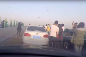 Megbénult az autópálya, mindenki az eget videózta