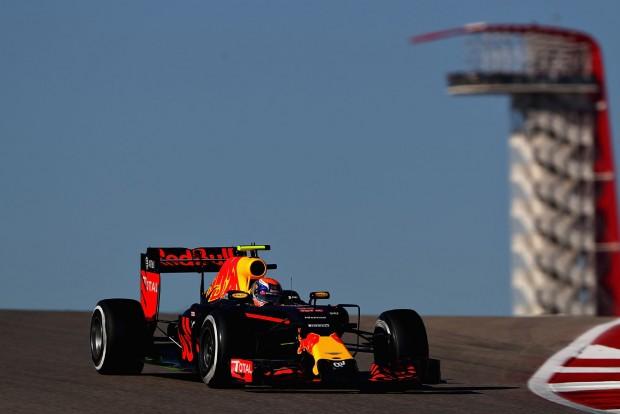 F1: Verstappen véleményes körrel az 1.