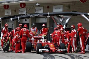 """F1: """" Vörös katasztrófa, a Ferrari hátramenetbe kapcsolt"""""""