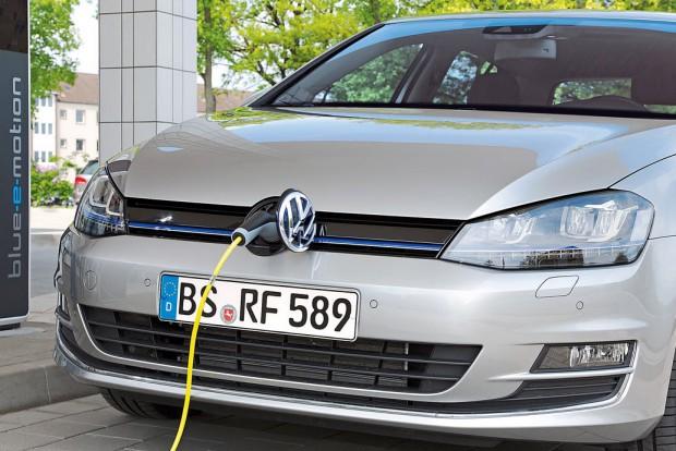 Ötféle hajtás: a gyár szerint egyetlen más autó sem kapható elektromos, benzin-elektromos hibrid (képünkön), benzines, dízel és benzin-LPG üzemű erőforrásokkal.