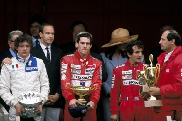 Stefano Modena (balra) kétszer állhatott a dobogón F1-es pályafutása alatt. Először Monte Carlóban 1989-ben, ahol Senna és Prost mögött lett harmadik
