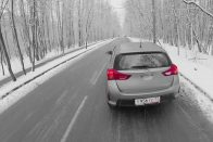 Lecsapott a tél: ezer baleset egy nap alatt