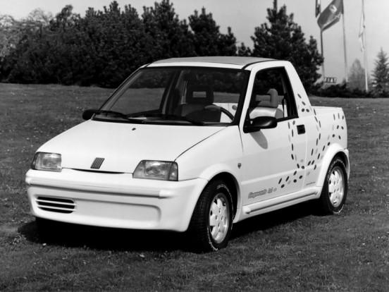 Kabrióként, vagy akár négyszemélyes autóként is lehetett használni a Cinquecentóból átépített pick-upot.