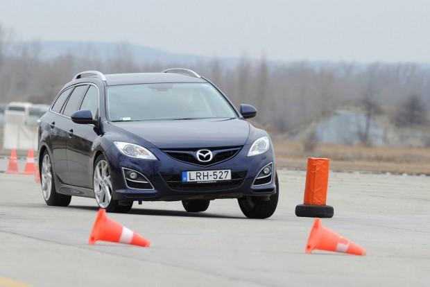 Igazán agilis a Mazda6 GG, a vezetési élmény és a formaterv is mellette szól
