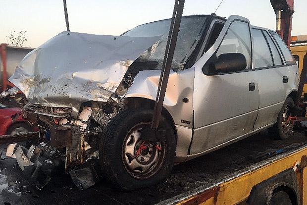 Leszakadt a pótkocsi, telibe talált egy autót