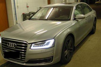 Lopott luxusautókat csíptek el a magyar határon