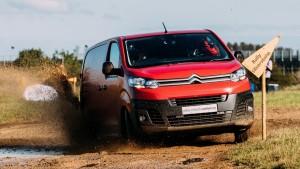 Ralipilóták csapattak a Citroën furgonjával
