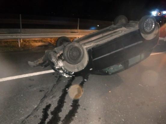 Autó borult fel az M6-oson – képek