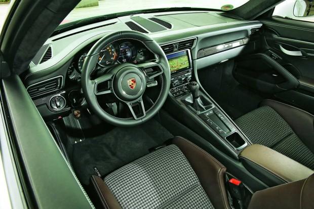 Aki mindenképpen szórakoztató és információs rendszert akar a kocsiba, megkaphatja a régi változatét