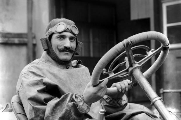 F1: Posztósapkától a high-tech bukóig – videó