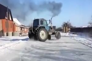 Színpadra illő hótáncot lejtett az orosz traktor