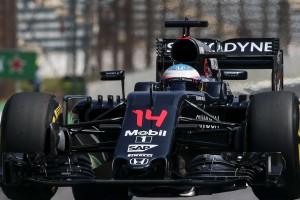 F1: Alonso csinálta a műsort az edzésen