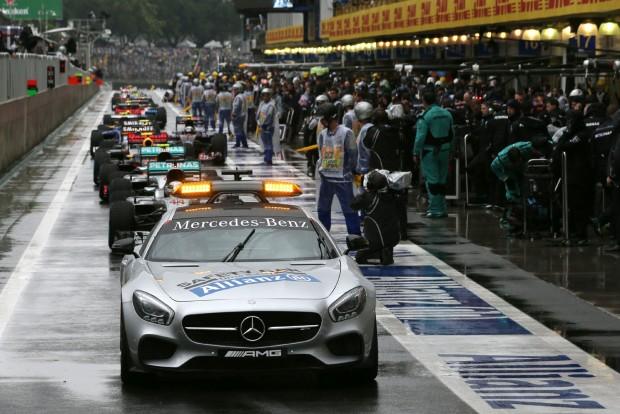 Elég már az F1-es biztonság növeléséből!