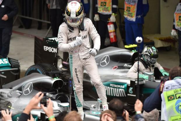 F1: Hamilton győzött, de Verstappen az esőkirály