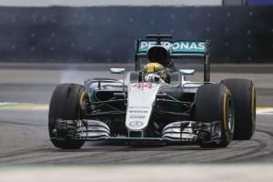 F1: Hamilton hajszállal verte Rosberget az időmérőn