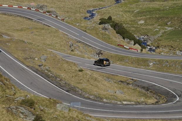 Dacia a Tarnszfogarasi út kanyargós útján