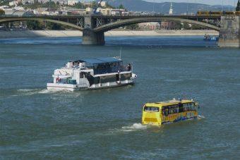 Metrópótló hajó a BKK-tól