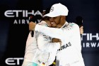 F1: A Mercedes elbeszélgetne Hamiltonnal