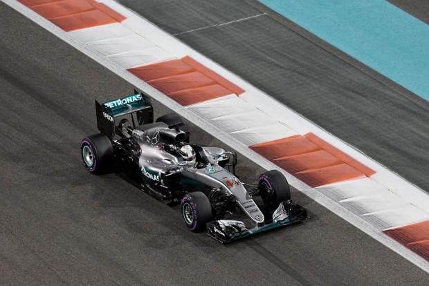 F1: Hamilton szombaton folytatná a Rosberg-verést