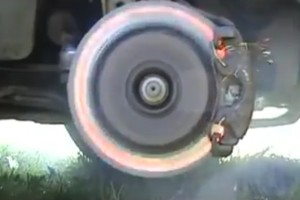 Ilyen, amikor az autódon felrobban a fék