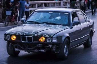 70 ember életét mentette meg a hős BMW