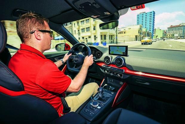 A műszerfal a ráncfelvarrott Audi A3-asból érkezett