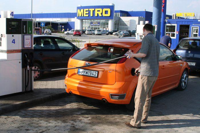 10,81 l/100 km az öthengeres és 225 lóerős Ford Focus ST átlaga. 250 lóerős, négyhengeres és közvetlen befecskendezéses utóda átlagosan 9,42 liter benzinnel beéri százon