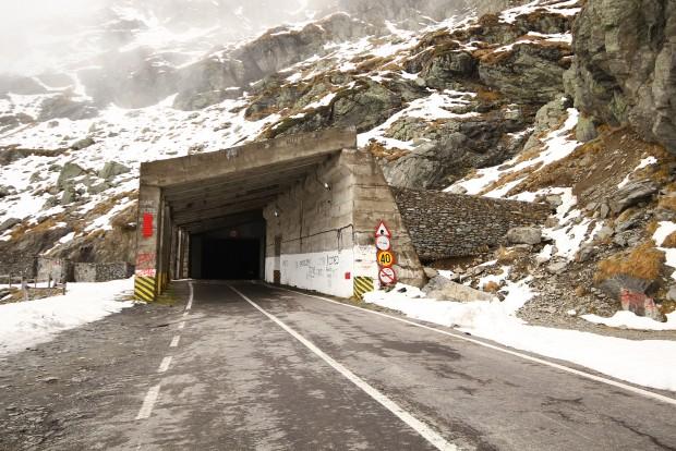 Ha jön a hó, hatalmas vasajtókkal zárják be az alagutat