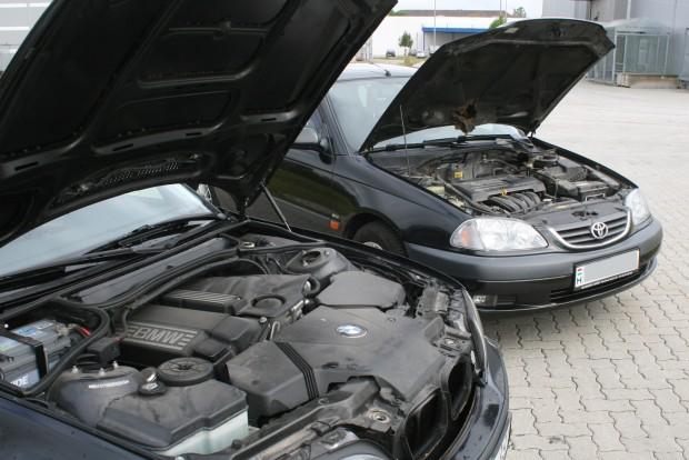 Mindkét négyhengeres változó szelepvezérlésű. 116 lóerős az E46 , 110 az Avensis 1,6-os motorja, mégis lomhább a BMW