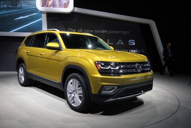 A Volkswagen bazinagy szabadidőautót hozott Amerikának, aprócska benzinmotorral. Legalábbis ránézésre csak lötyögött a hatalmas motortérben