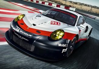 Középmotoros lett a brutális Porsche 911 RSR