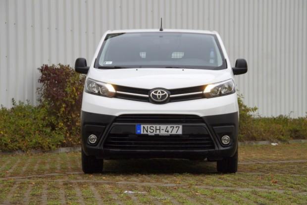 A Toyota-egyanpofát egész jól sikerült ráhúzni a PSA-furgonra