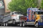 Pótkocsis teherautó gázolt a zebrán ma reggel