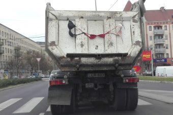 Lógó melltartók sokkolják Budapestet
