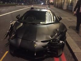Éjszakai versenyen zúzta le a Lamborghinit