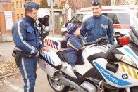 Rendőrré fogadták a kórházban fekvő kisfiút
