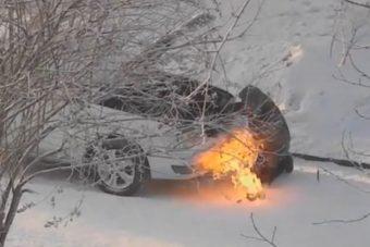 Régi módszert alkalmazott az orosz autós: alágyújtott a blokknak