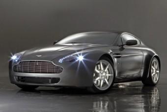 Nevetséges bírságot fizet a Ferrari és az Aston Martin