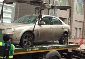 Összetörték a közterületesek a megbírságolt autót