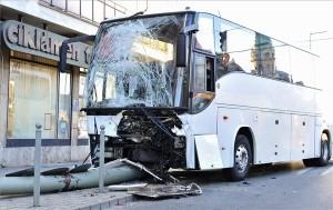 Buszbaleset Győrben, súlyos sérültek